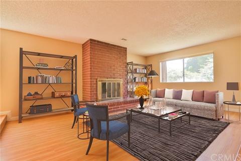 7052 White Oak Ave, Lake Balboa, CA 91406