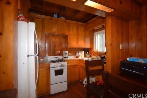 775 Arrowhead Villas Rd, Lake Arrowhead, CA 92352