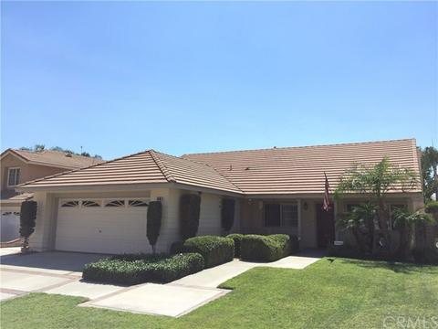 6890 Country Oaks Dr, Highland, CA 92346