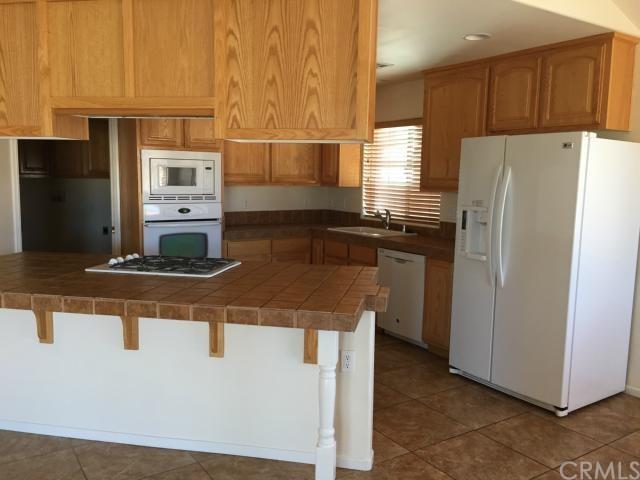 4870 Camarilla Avenue, Yucca Valley, CA 92284
