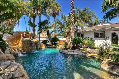 496 Walnut Pl, Costa Mesa, CA 92627