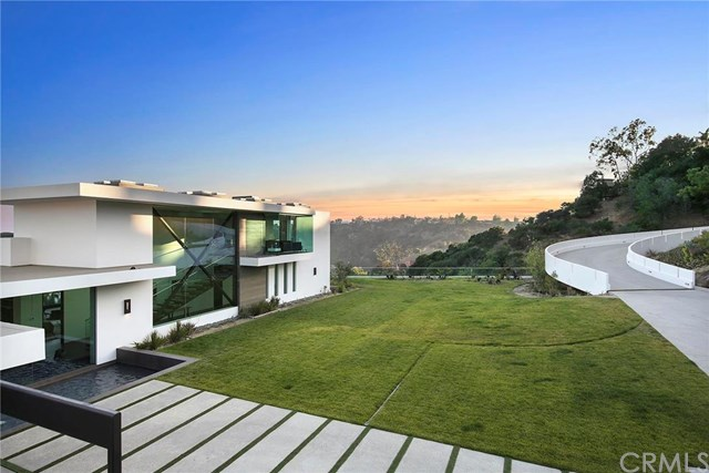 3000 Benedict Canyon Drive, Beverly Hills, CA 90210