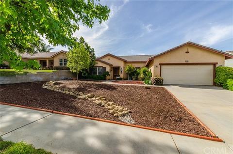 35665 Oak Creek Dr, Yucaipa, CA 92399