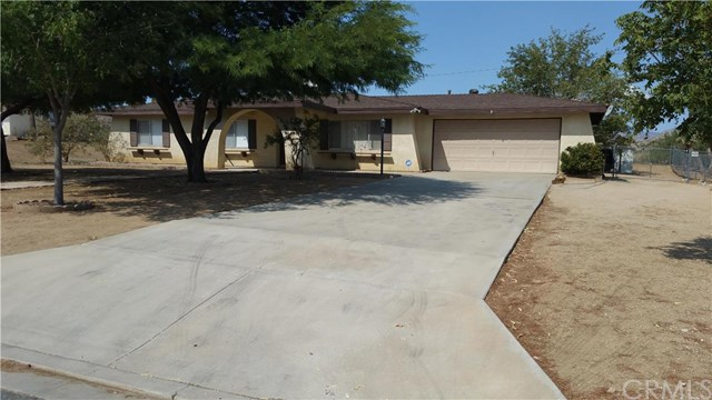 7748 Palm Avenue, Yucca Valley, CA 92284