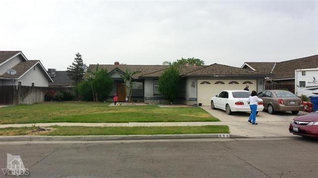 898 Rosewood Ln, Lemoore, CA 93245