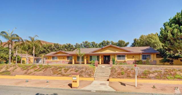 2140 Loveland Dr, Riverside, CA 92509