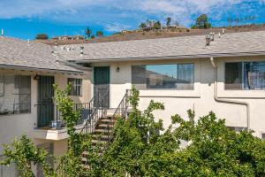 7580 Cathedral Oaks Rd #10, Goleta, CA 93117
