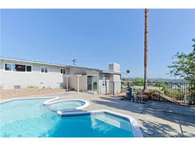 808 Smith Dr, Vista, CA