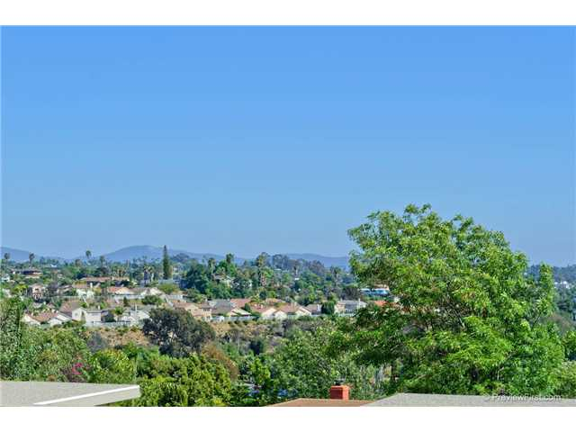 808 Smith Dr, Vista CA 92084