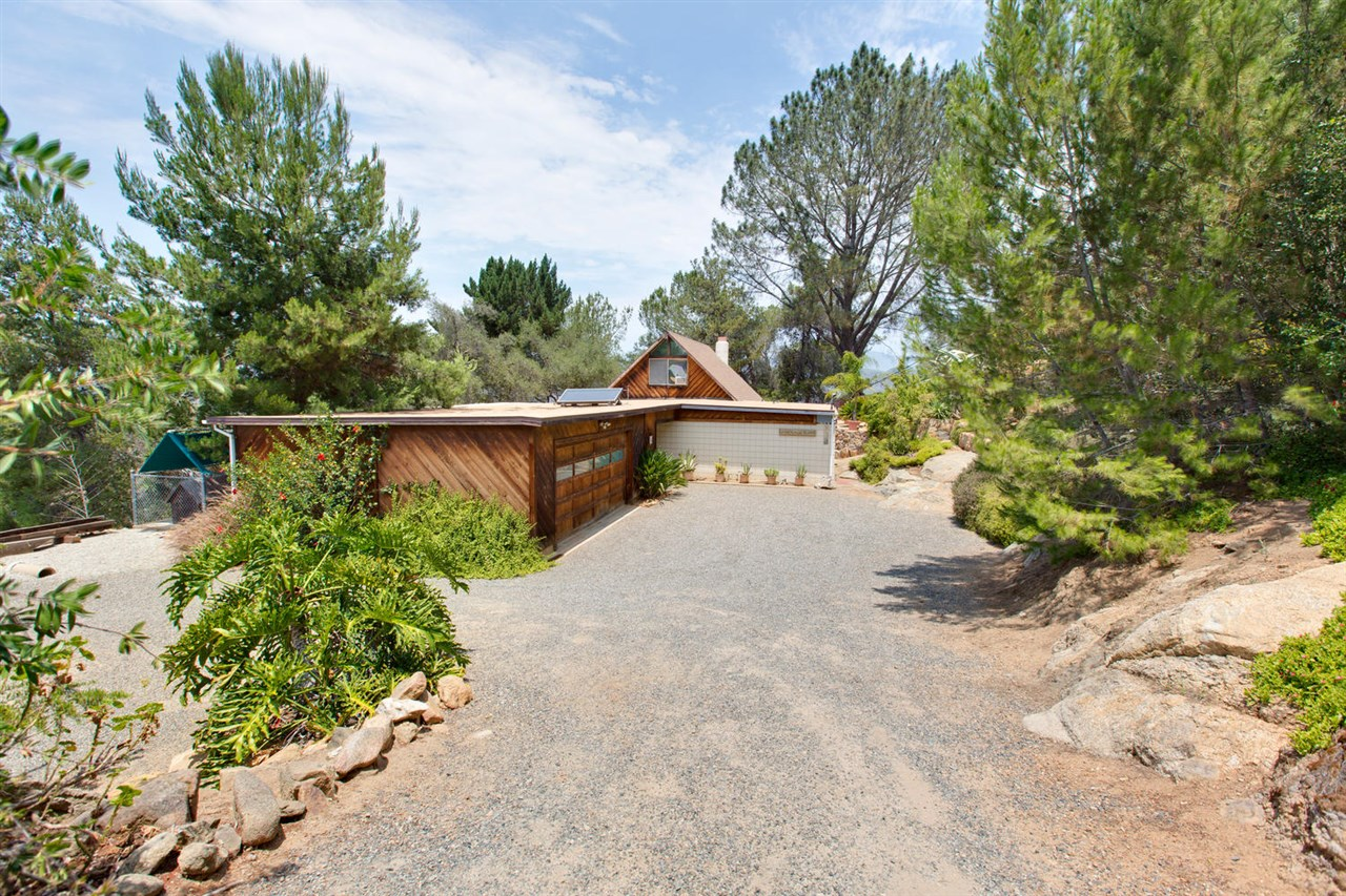 30781 Rolling Hills Dr, Valley Center, CA