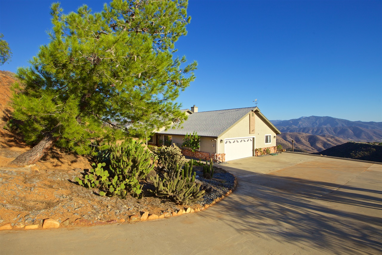 871 Mountain View Rd, El Cajon, CA