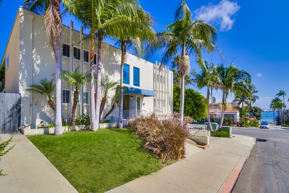 360 Rosecrans #APT 2, San Diego, CA