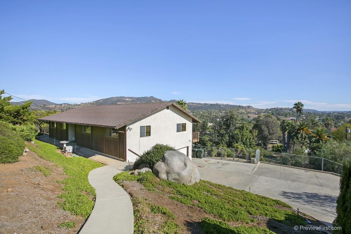 358 Sunrise Cir, Vista, CA