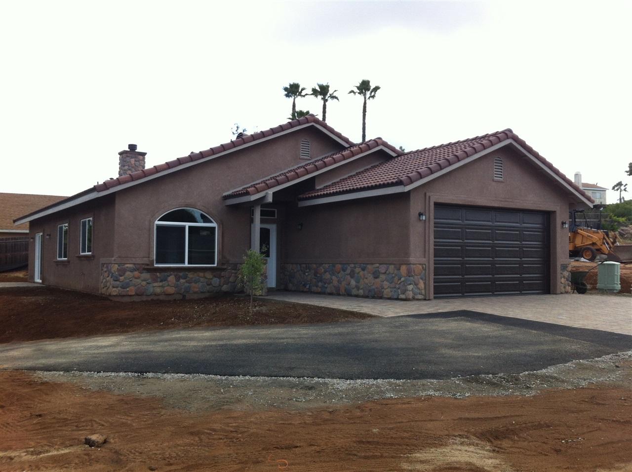 1055 W 15th Ave, Escondido, CA