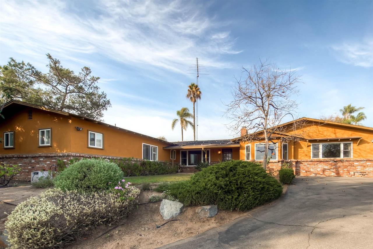 1010 Alta Vista Dr, Vista, CA