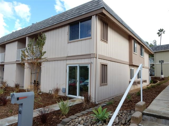 27725 Mountain Mdw #APT 35, Escondido, CA