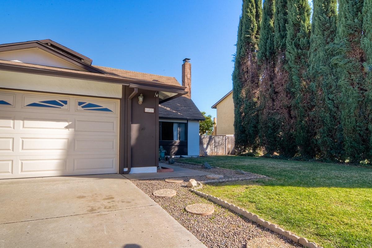 13727 Mckenzie Ave, Poway, CA
