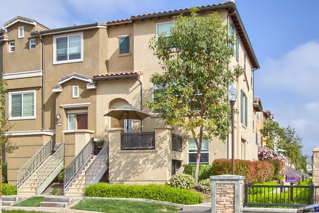 10185 Leavesly Trl, Santee, CA