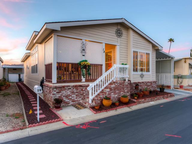 2280 E Valley Pkwy #APT 19, Escondido, CA