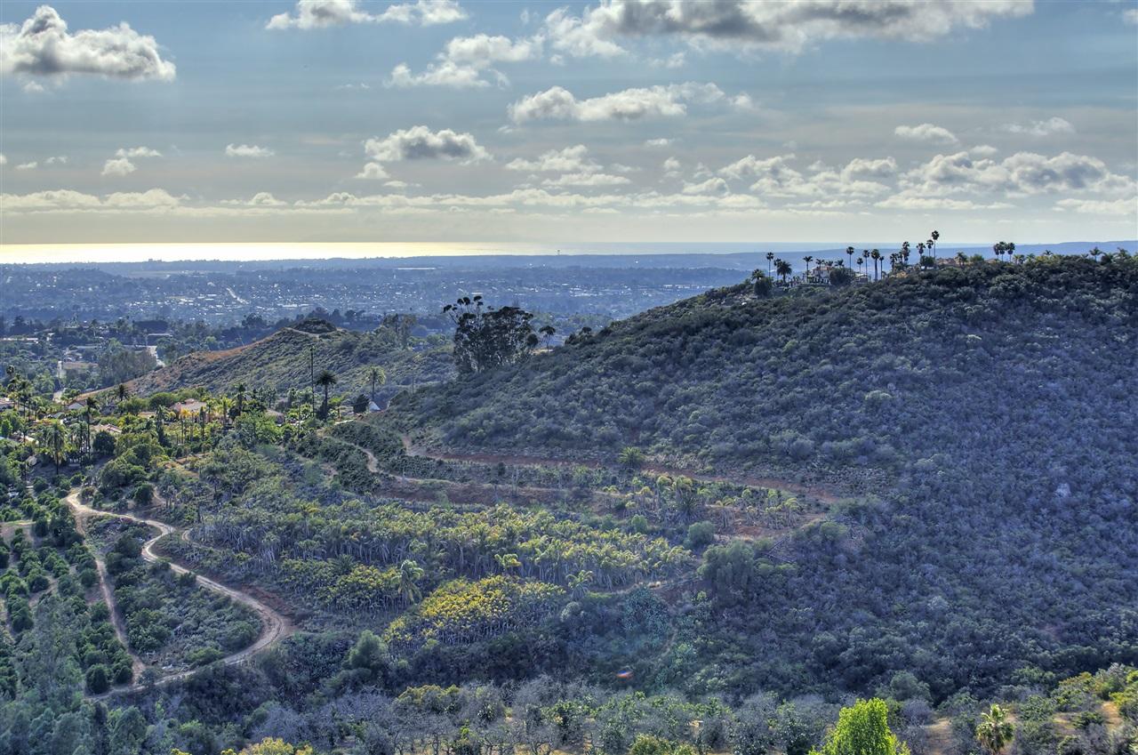 Camino De Las Lomas #4, Vista, CA 92084
