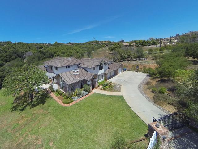 3418 Country Rd, Fallbrook, CA 92028