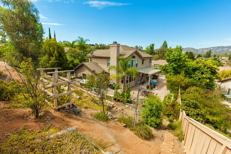 1690 Crescent Knolls Glen, Escondido, CA 92029