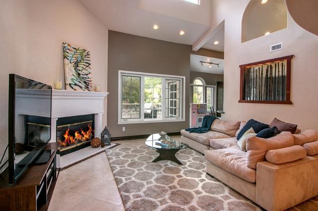 2838 Torrey Pines Rd, La Jolla, CA 92037