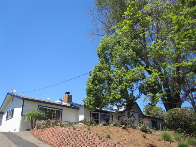 2828 Oak Hill Dr, Escondido, CA 92027