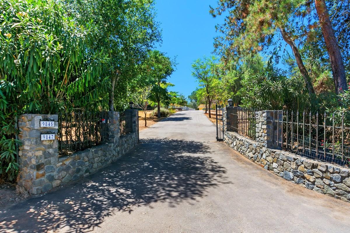 9845 Canyon Country Lane, Escondido, CA 92026