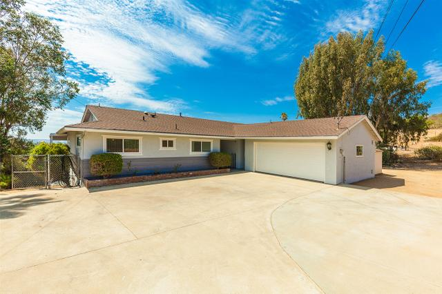 370 Hidden Lake Ln, Vista, CA 92084