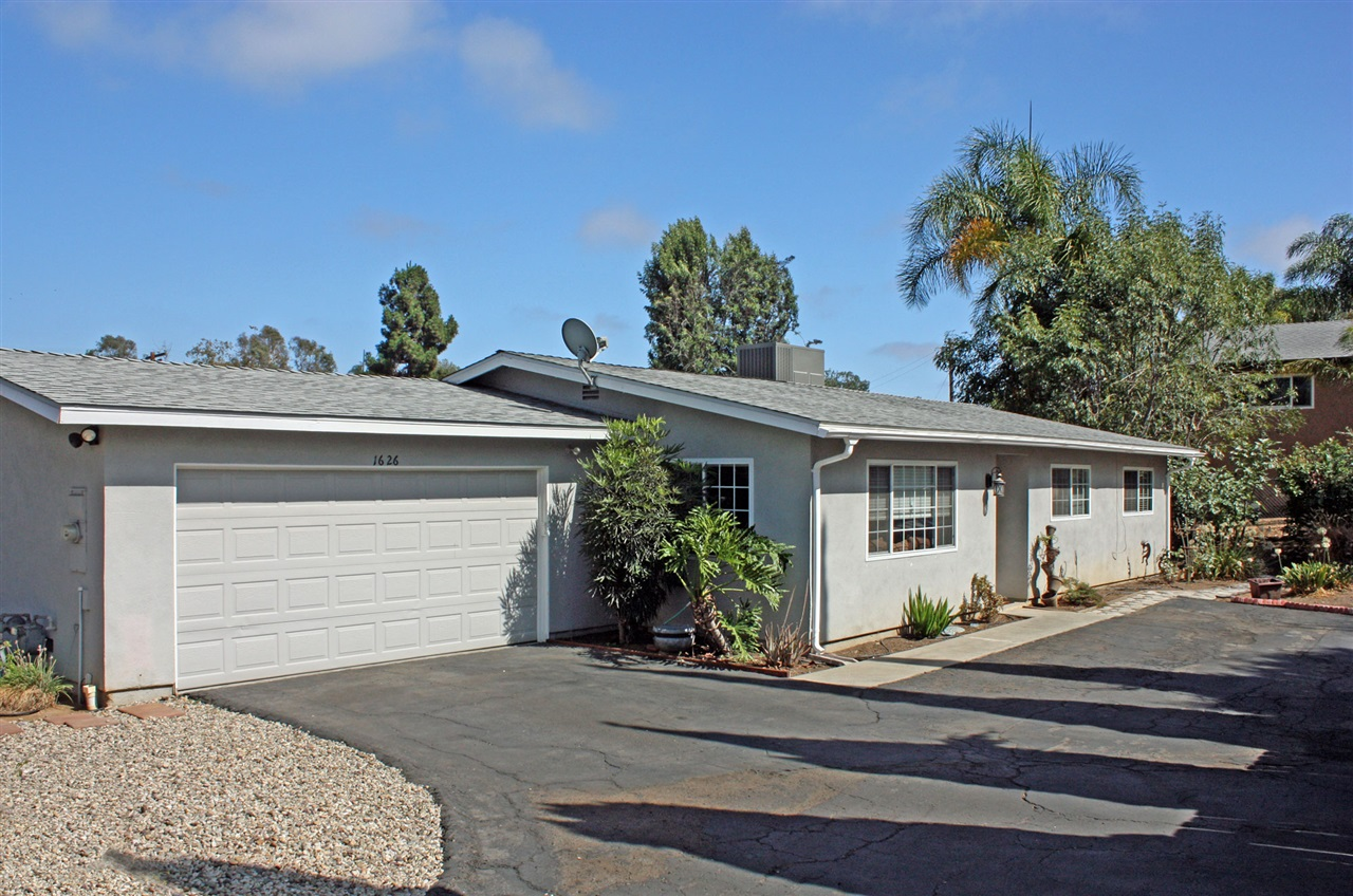 1626 Fawley Ln, Vista, CA 92083