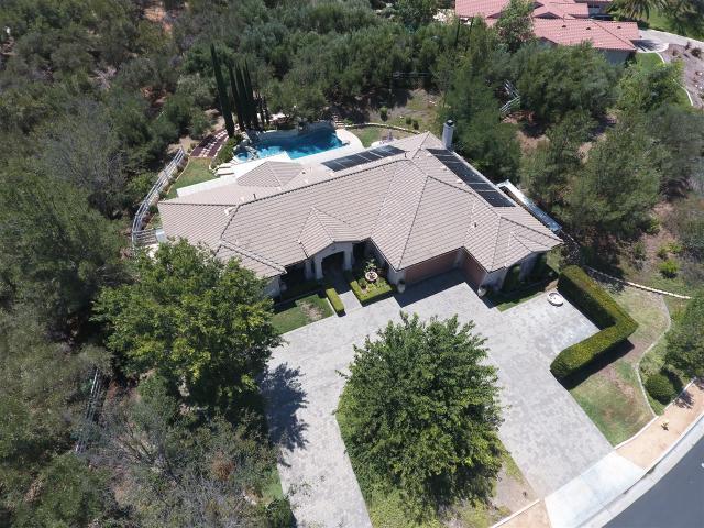 48297 Joshua Tree Ct, Murrieta, CA 92562
