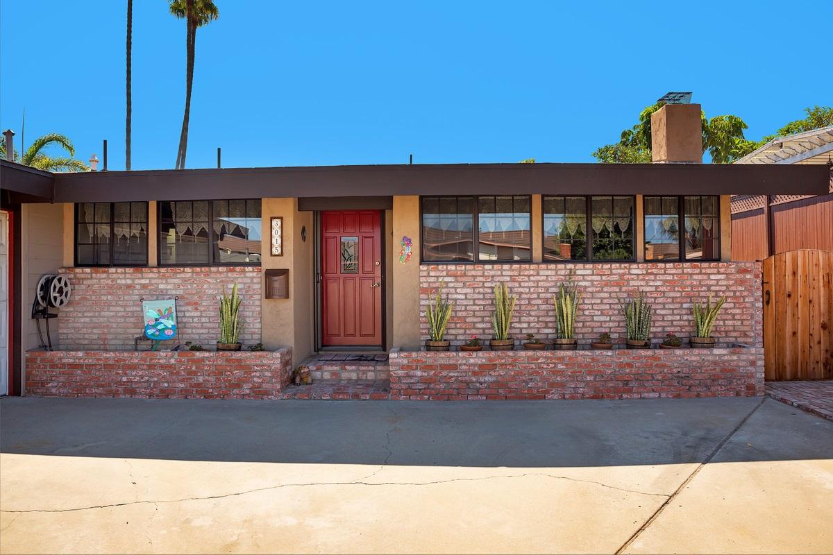 3015 Poinsettia Drive, San Diego, CA 92106