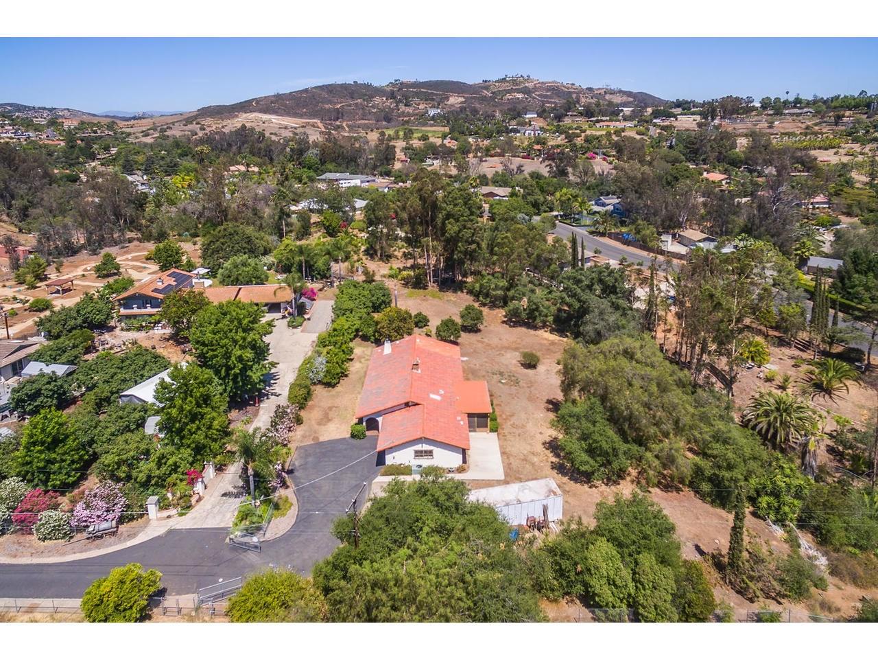 1040 Hardell Lane, Vista, CA 92084