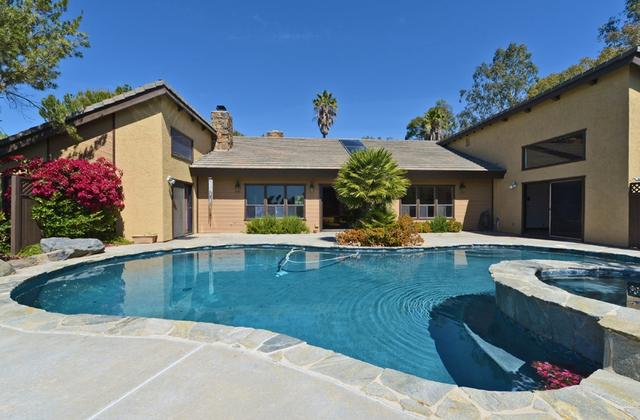 2044 Lundy Lake Dr, Escondido, CA 92029