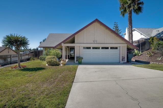 962 Chablis Ln, Vista, CA 92083