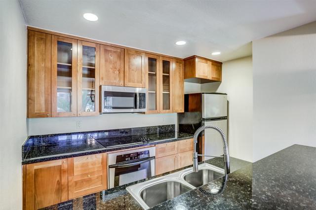 8533 Villa La Jolla Dr #B, La Jolla, CA 92037