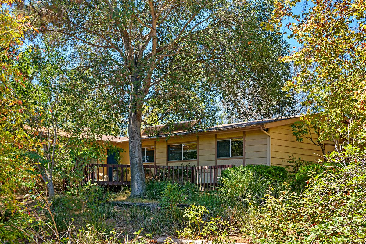 2736 Circle Drive, Escondido, CA 92029