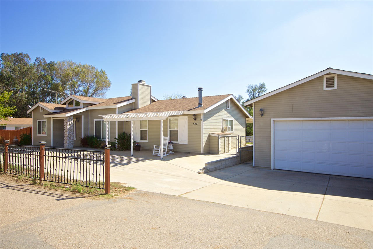 542 S Kalbaugh, Ramona, CA 92065
