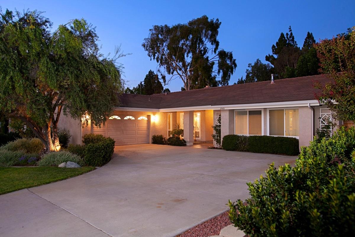 17565 Frondoso Dr, San Diego, CA 92128