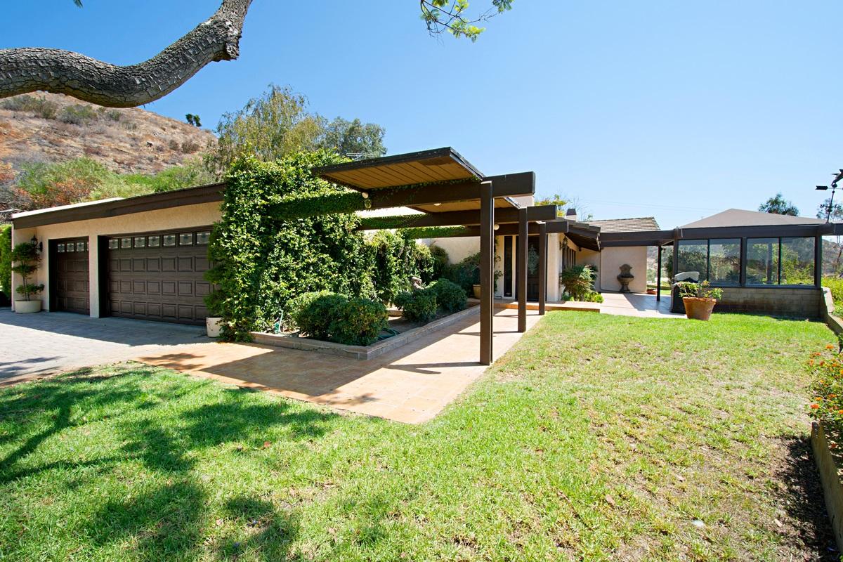 1138 Little Gopher Canyon Road, Vista, CA 92084