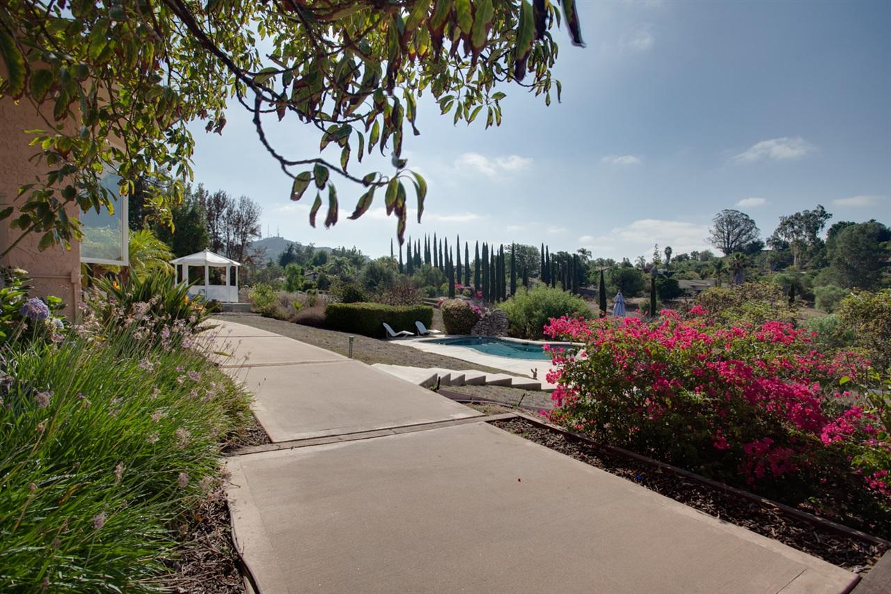 1442 Java Hills Dr, Fallbrook, CA 92028