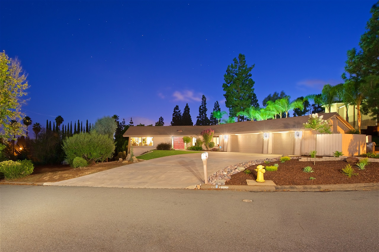 1815 Hidden Oaks Ct, El Cajon, CA 92019