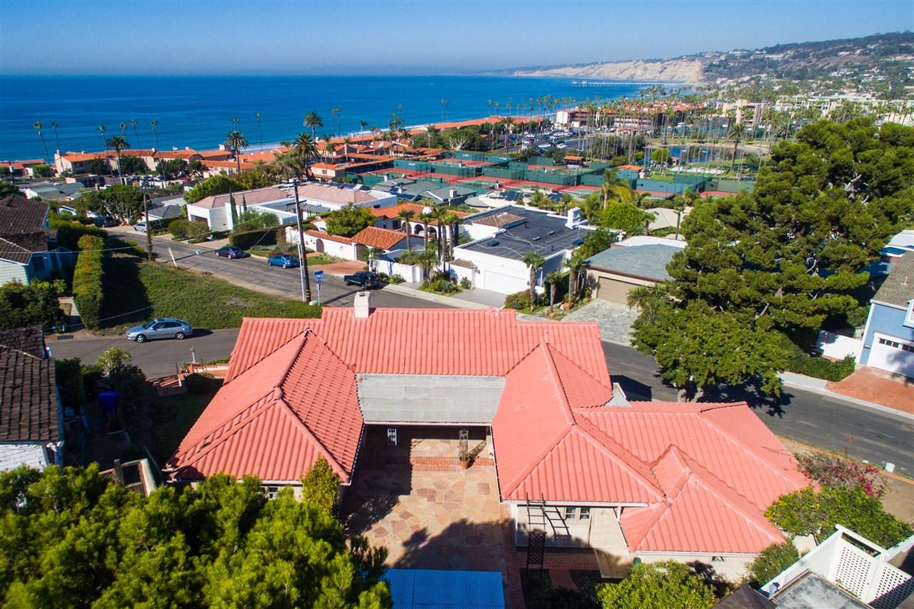 7955 Roseland Dr, La Jolla, CA 92037