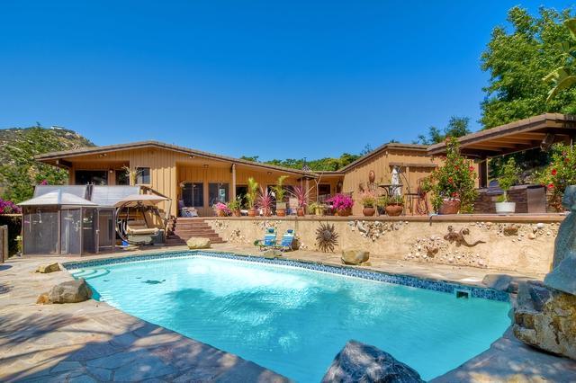 9151 Mount Israel Rd, Escondido, CA 92029