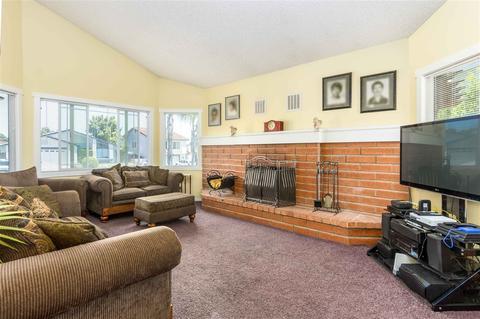 1605 Boulder Creek Rd, Oceanside, CA 92056