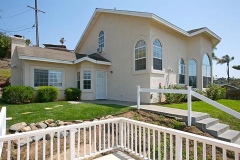 470 Beaumont Dr, Vista, CA 92084