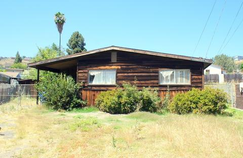 9610 St George St, Spring Valley, CA 91977