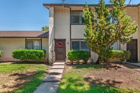 10337 Restful Ct, Santee, CA 92071
