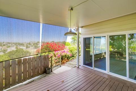 250 Ocean View Dr, Vista, CA 92084